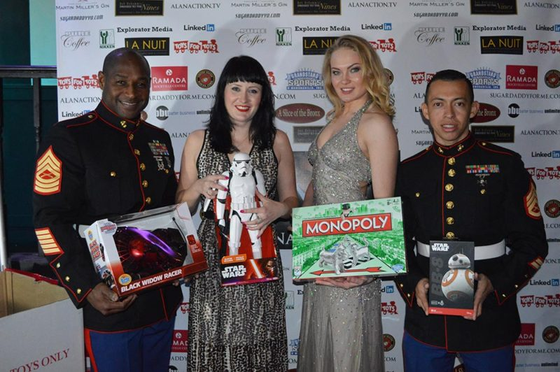Alan-Action-Models-with-Toys-For--Tots-2015-(2)